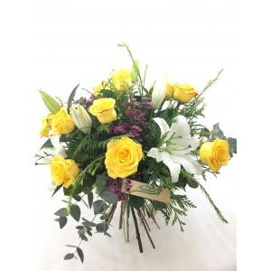 Ramo lilium orientales y rosas amarillas RVM15