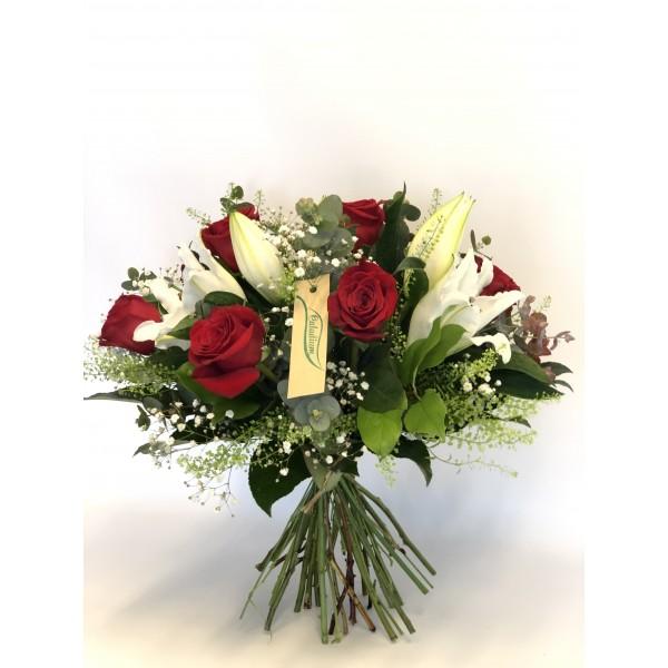 Ramo lilium orientales y rosas rojas RVR06