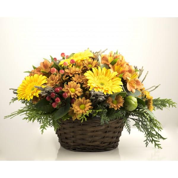 Cesta de flores variada colores vivos
